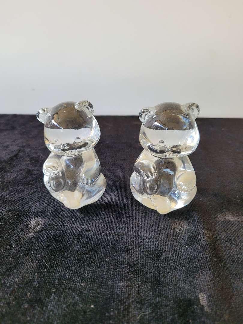 Lot # 210 Pair of Vintage Fenton Glass Sitting Bears