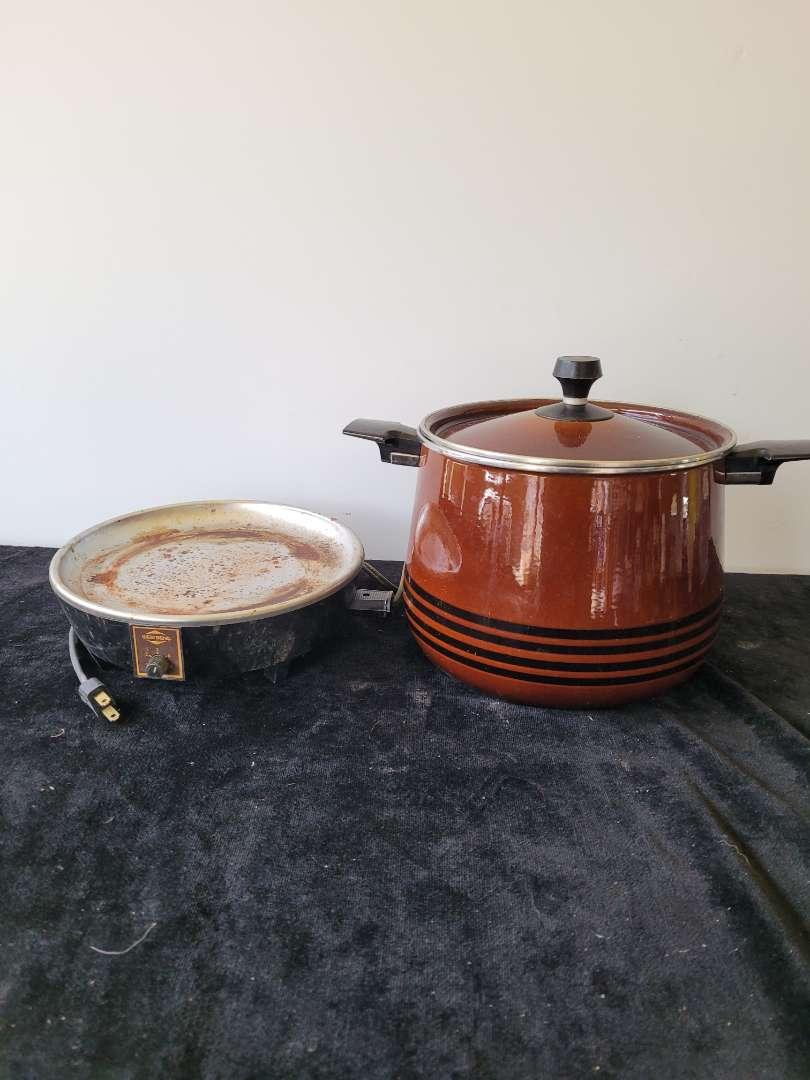 Lot # 275 Vintage Pot & Burner