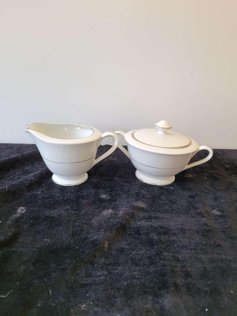 Lot # 329 International Silver Co Sugar Bowl & Creamer Dish