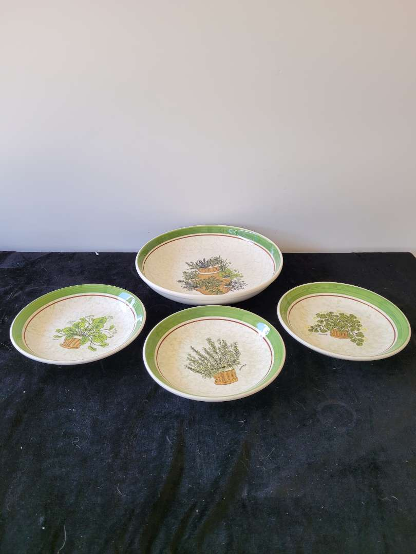 Lot # 346 Spagetti Serving Dish w/ Matching Bowls - Made In Italy