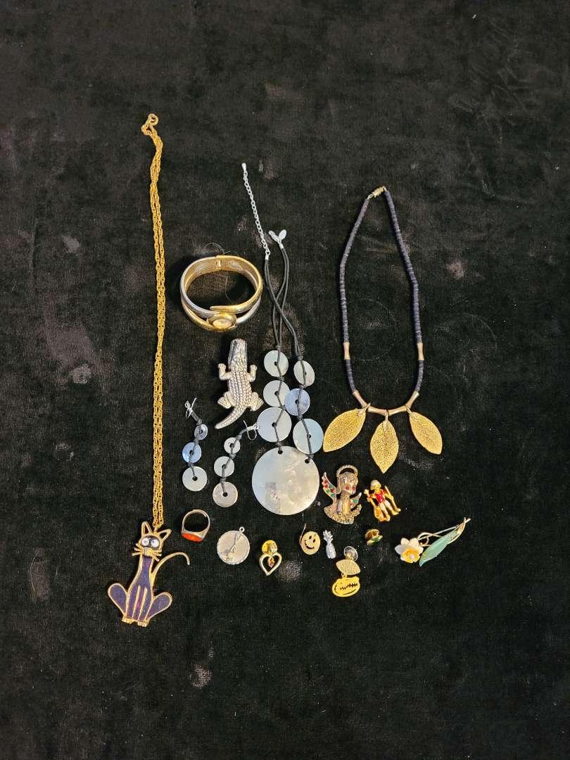 Lot # 375 Assorted Fashion Jewelry