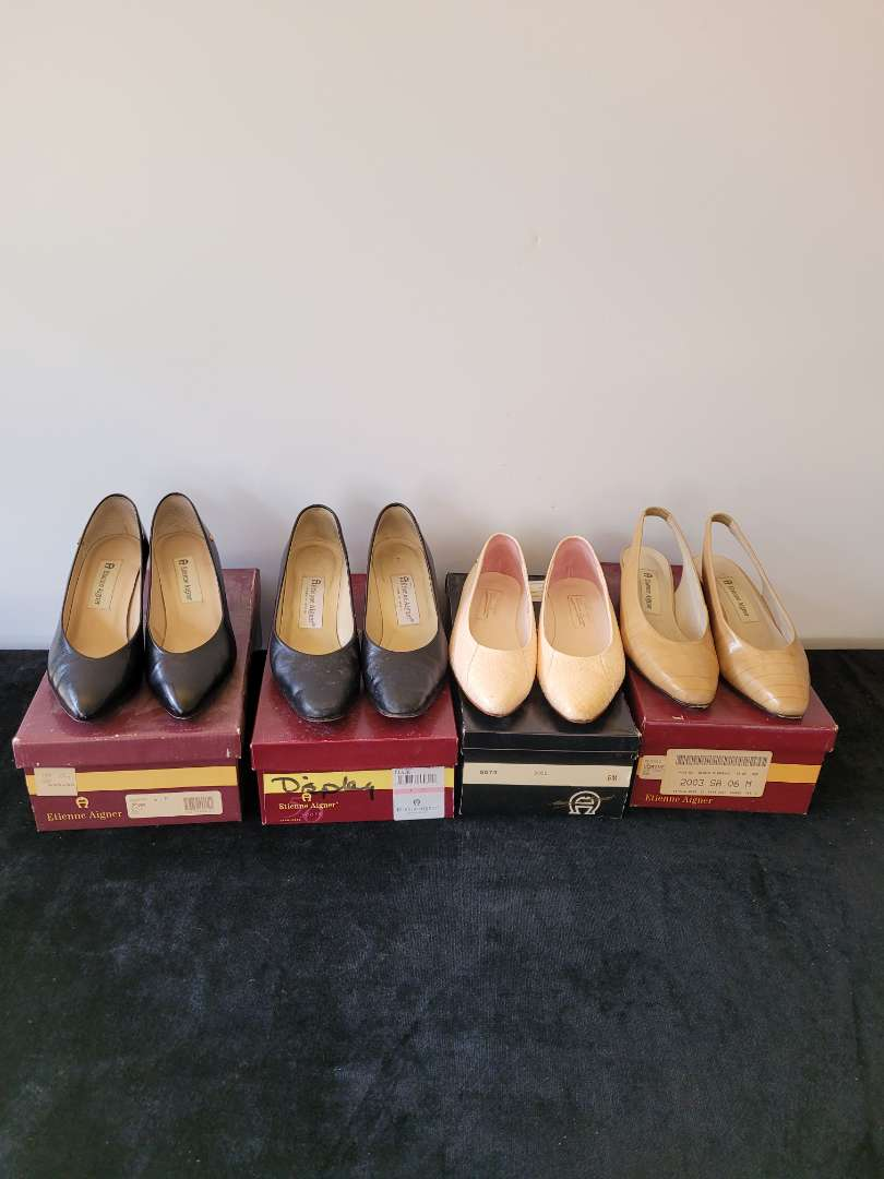 Lot # 389 (4) Pairs of Woman's Shoes - All size 6