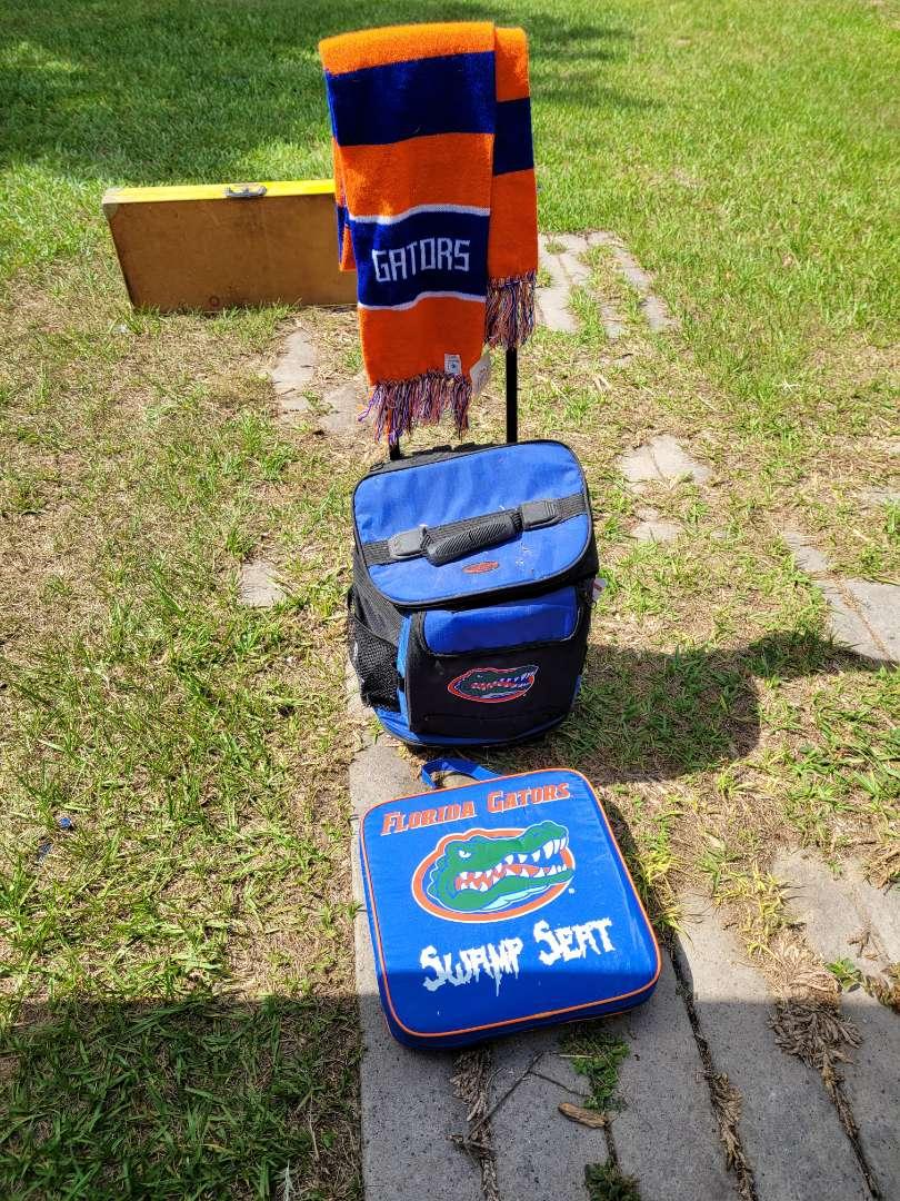 Lot # 403 Logo Florida Gator Rolling Cooler, Seat Cushion & Scarf
