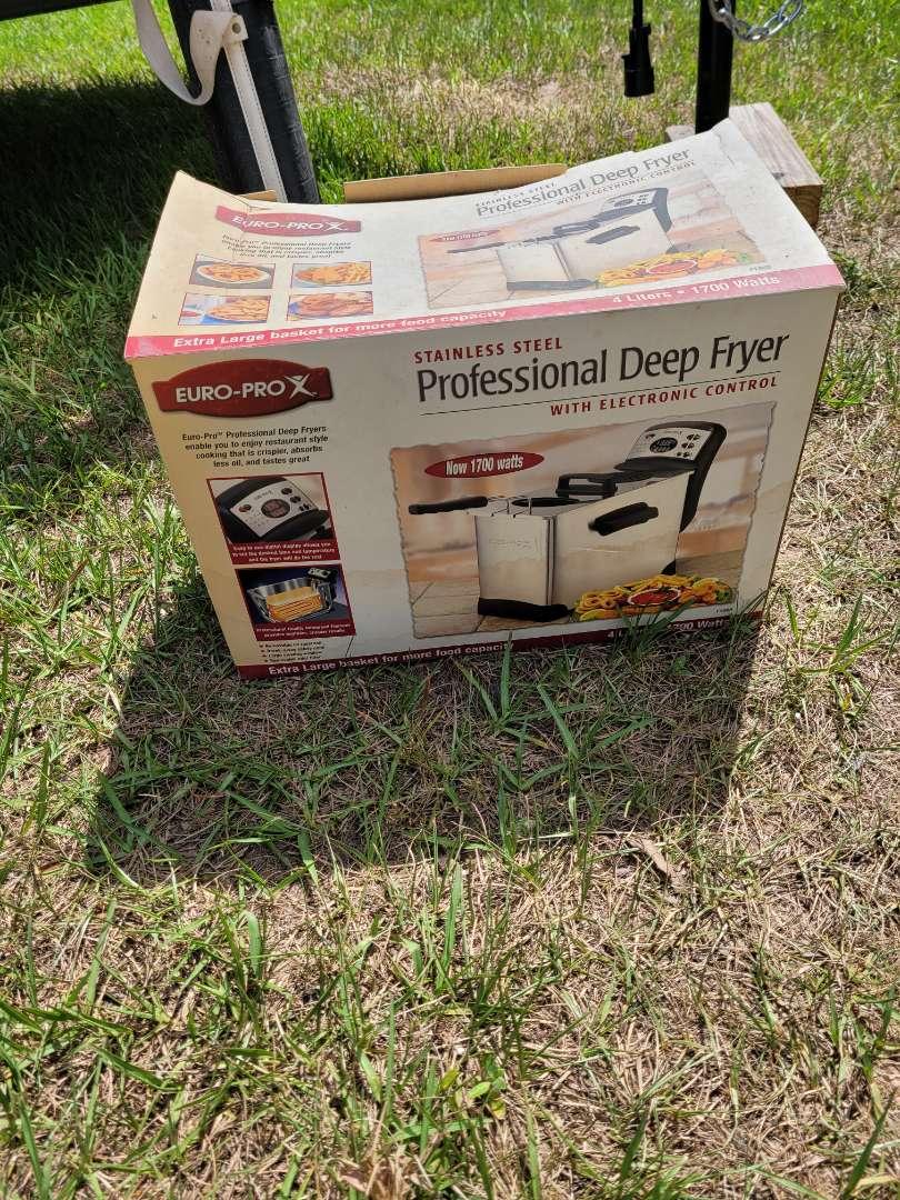 Lot # 411 Euro-Pro Profesional Deep Fryer