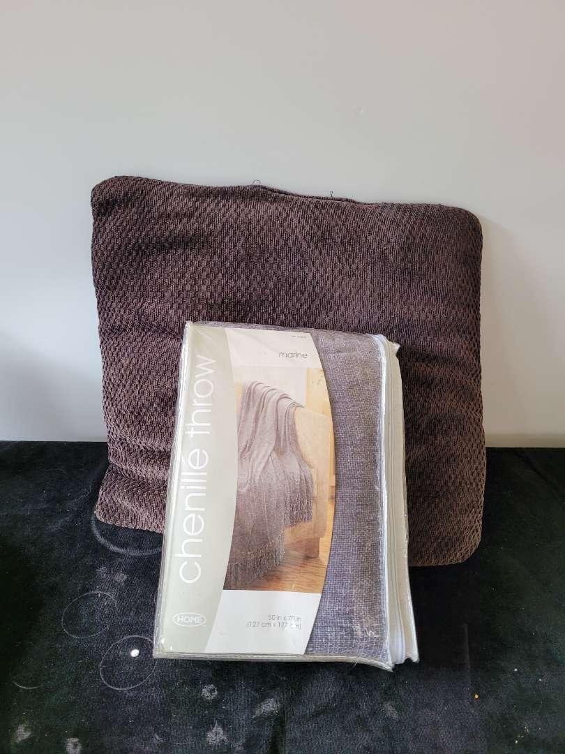 Lot # 424 Throw Blanket & Pillow