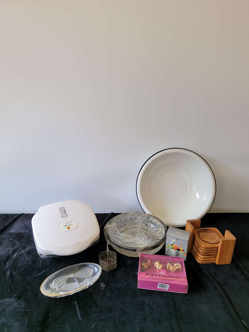 Lot # 435  Assorted Home Goods