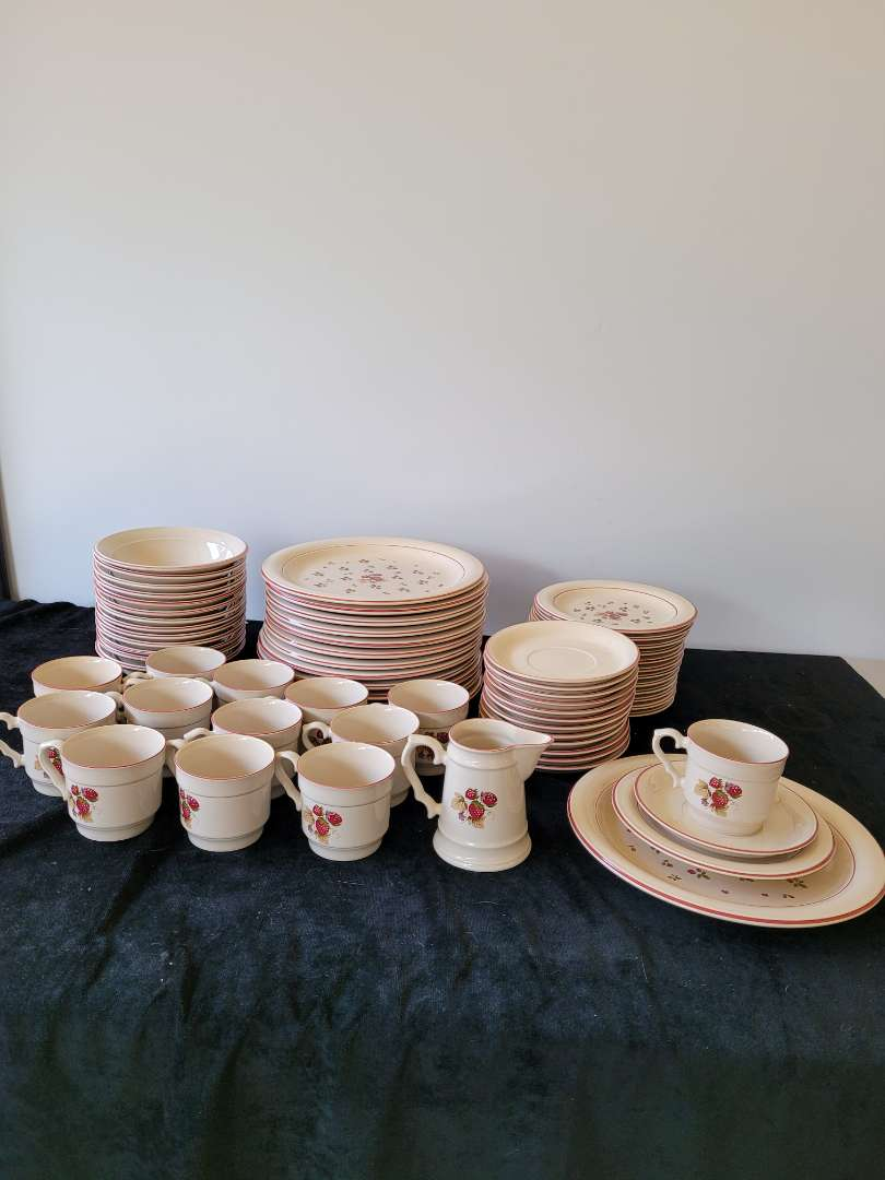 Lot # 445 Large Ranmaru Dish Set - Setting for 13