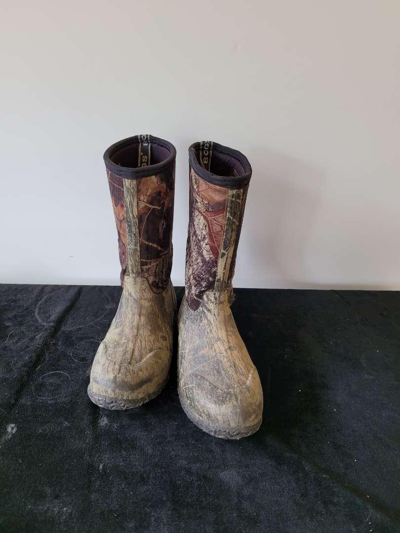 Lot # 453 Kids Bogs Rain Boots - Size 6