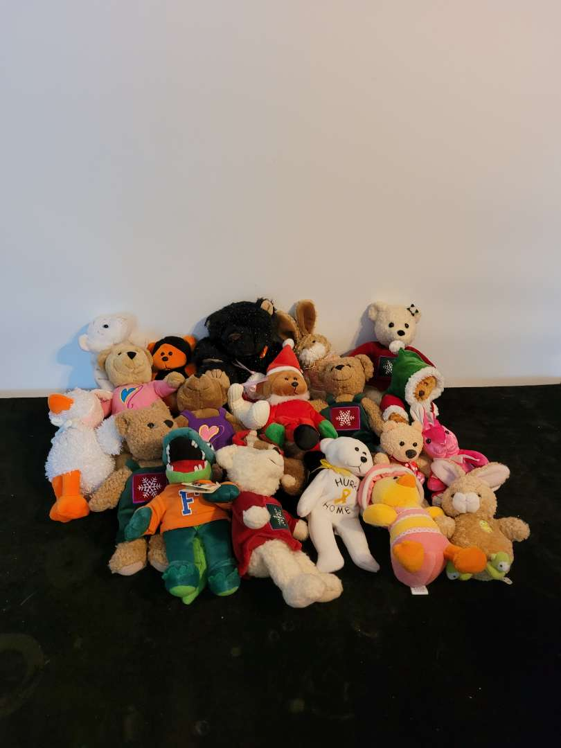 Lot # 471 (19) Collection of Stuffed Animals/plushes