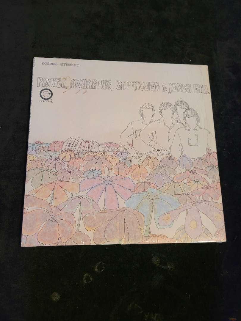 """Lot # 493 Vintage Monkees """" Peices, Aquarius, Capricorn & Jones LTD """" Album"""