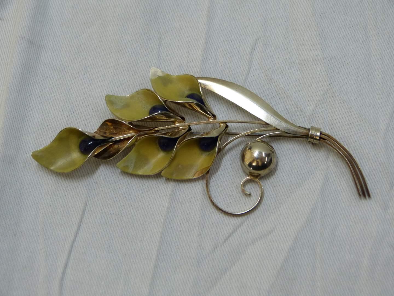 Lot # 61  Beautiful vintage flower Truart sterling brooch (main image)