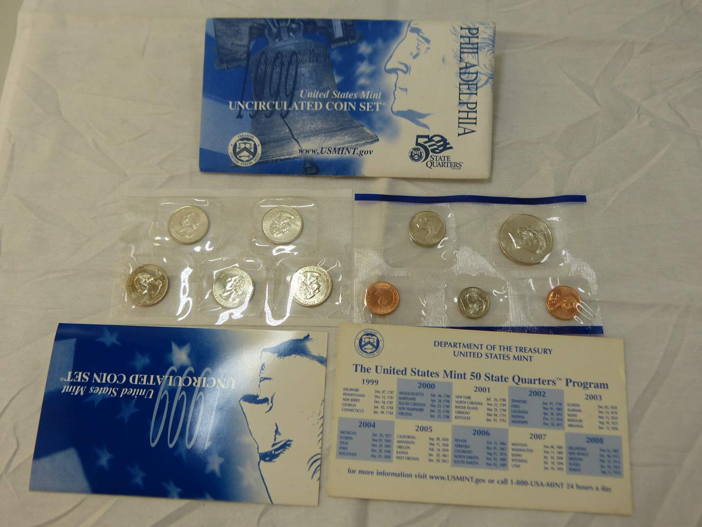 Lot # 105  1999 United States Mint uncirculated coin set w/quarters (main image)
