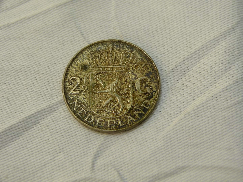Lot # 109  1964 Netherlands Silver 2 1/2 Gulden coin (main image)