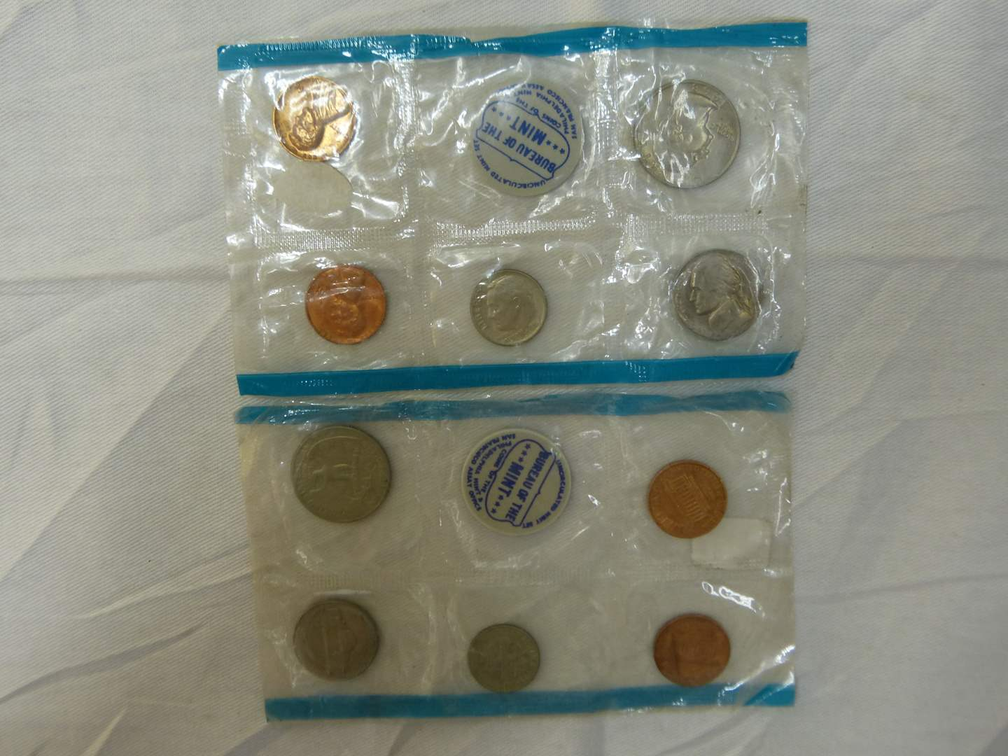 Lot # 124  1968 US mint uncirculated coin set (main image)