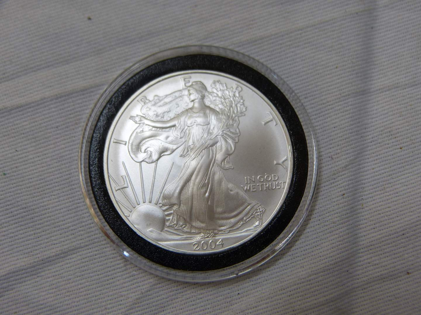 Lot # 152  2004 .999 One Ounce Eagle uncirculated condition w/protective case