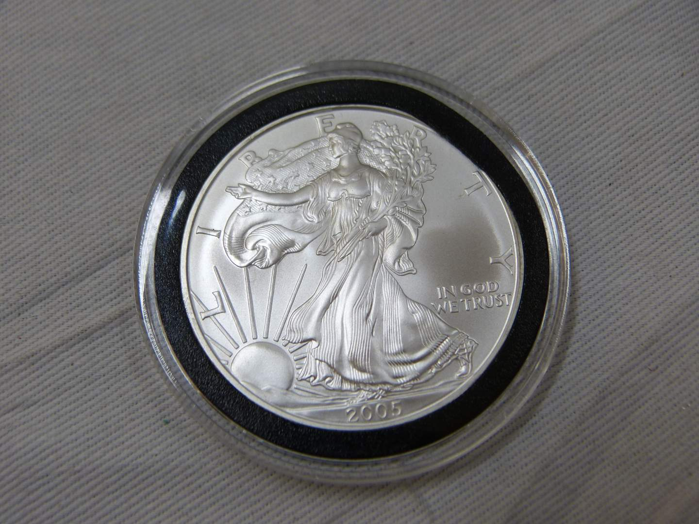 Lot # 153  2005 .999 One Ounce Eagle uncirculated condition w/protective case (main image)