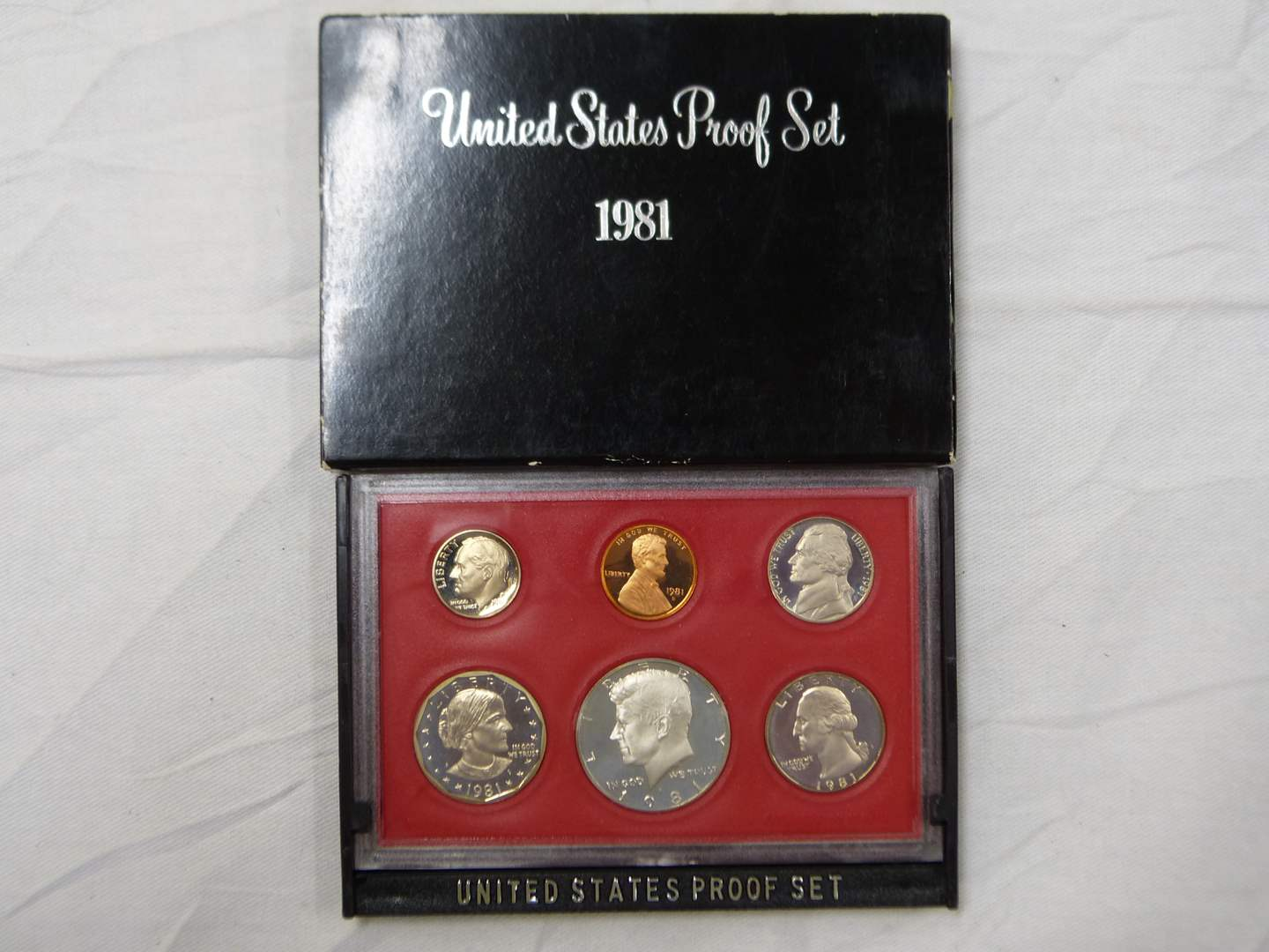 Lot # 223  1981 US PROOF coin set (main image)