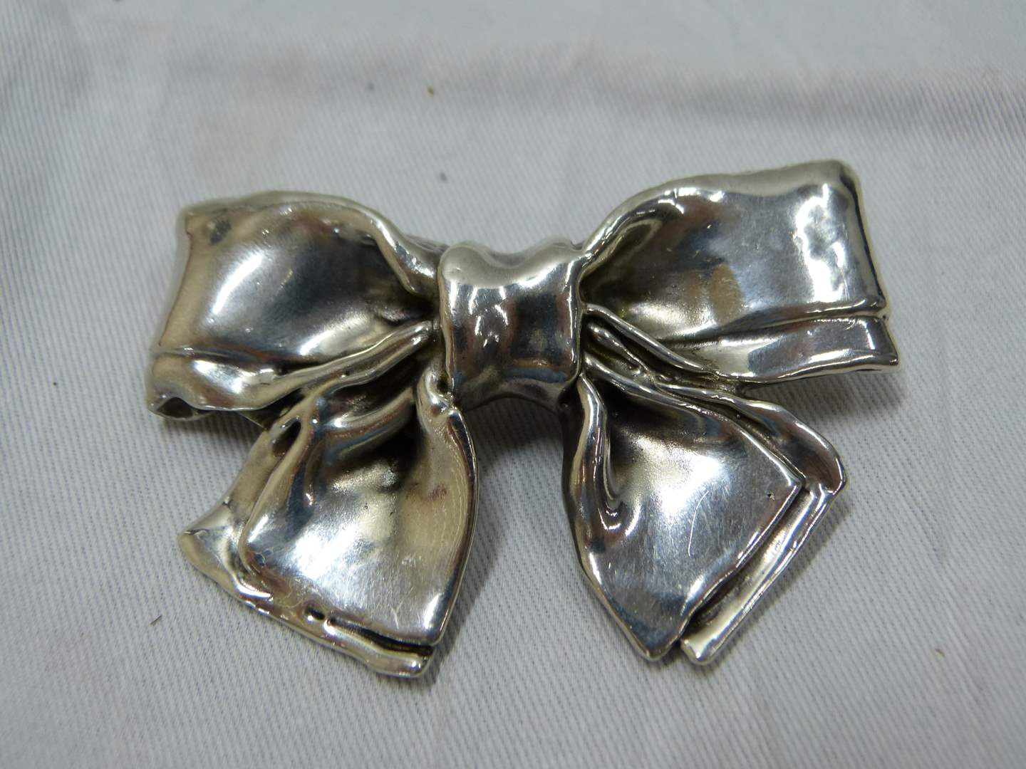 Lot # 285  Awesome heavy sterling silver bow brooch (main image)