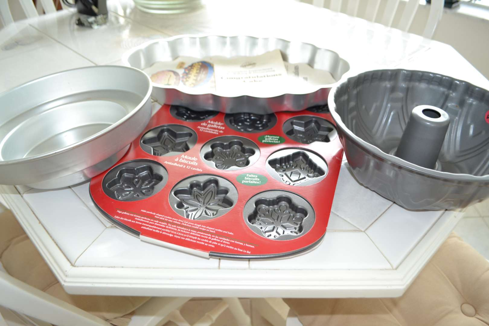 Lot # 49 ASSORTED BAKING TINS