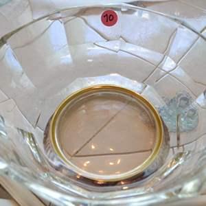 Lot # 70 GLASS SERVING BOWL