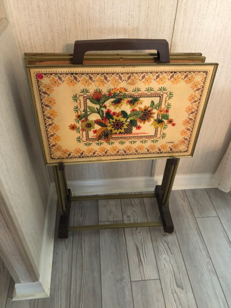 Lot # 112 THREE VINTAGE TV TRAYS WITH STAND