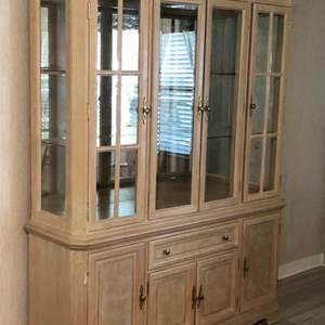 Lot # 125 GORGEOUS LIGHTED CHINA CABINET