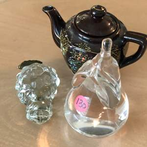 Lot # 130 TWO GLASS PIECES (GRAPES & PEAR) AND SMALL TEA POT