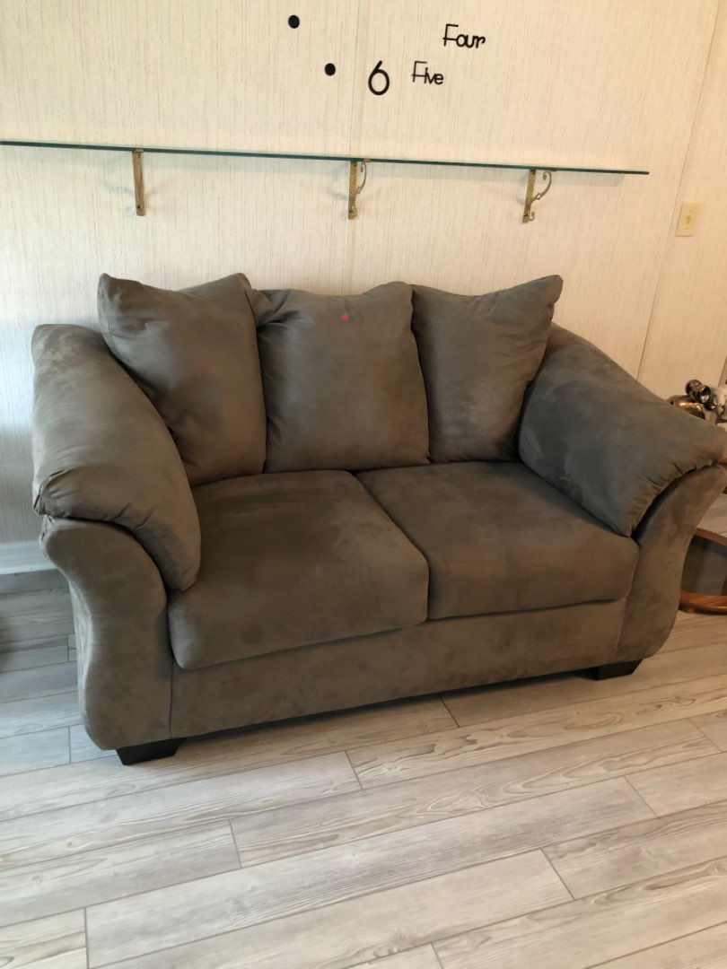 Lot # 131 VERY NICE LOVE SEAT GREAT CONDITION
