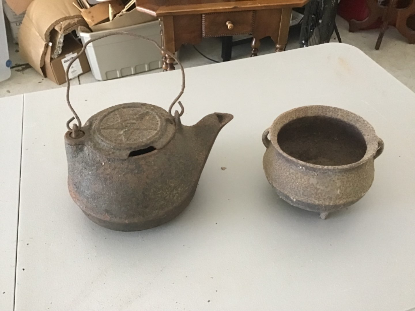 Lot # 82 Two Antique Cast Iron Pieces! A Chattanooga Stove Co Teapot w/Hinged Swing-Lid, & Cauldron