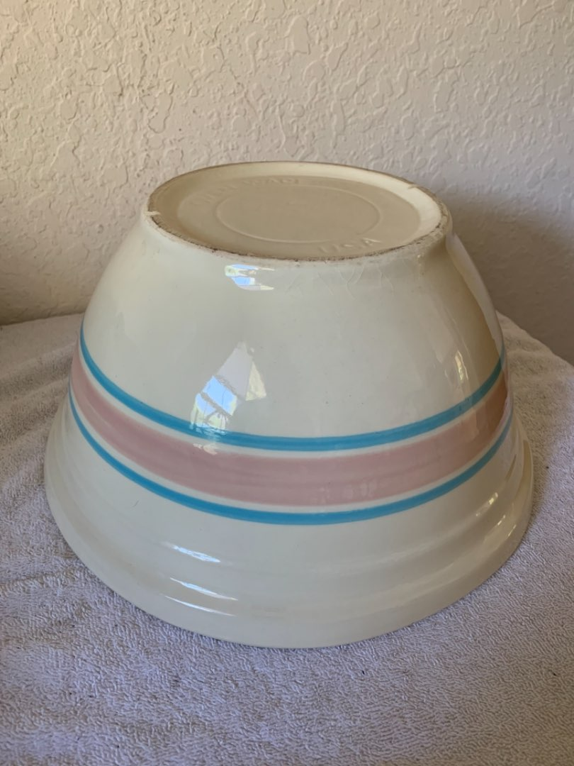 Lot # 195  Large Mint Condition Banded Mixing/Bread Bowl