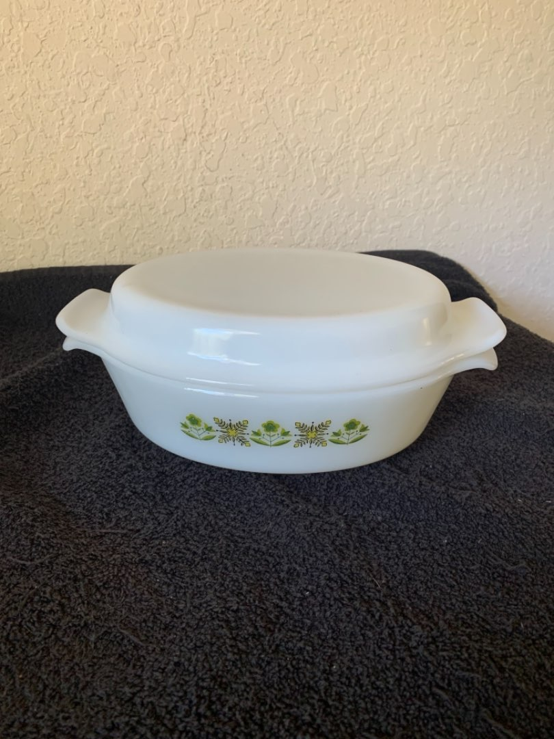 Lot # 196 Very Clean & Nice Fire King Anchor Hocking 1 1/2 Qt Covered Casserole