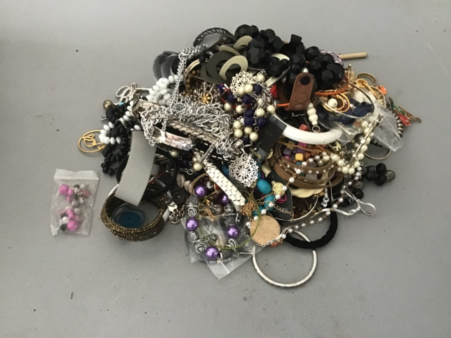 Lot # 236 NICE! Another HUUUGE LOT (Approx 10 Lbs) OF COSTUME JEWELRY! As Found