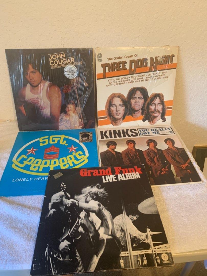 Lot # 289 5 Vintage Vinyl Albums. Grand Funk, Kinks, 3 Dog Night, SGT Peppers, Cougar