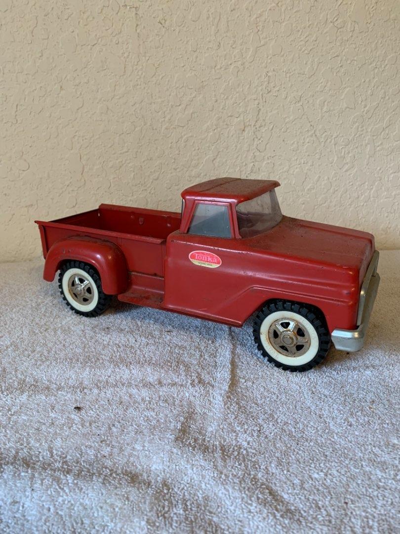 Lot # 305 Really Nice Vintage Tonka Red Stepside Pick Up Truck. See Below