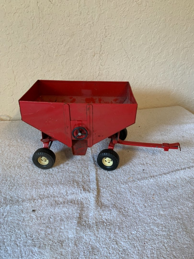 Lot # 306 Vintage Ertl Grain Hopper Wagon. Nice Condition