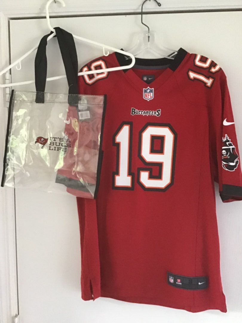 Lot # 375 Ladies Medium Mike Williams Tampa Bay Buccaneers Jersey w/Garment Bag & Ditty Bag for Tix, etc - Exc Cond