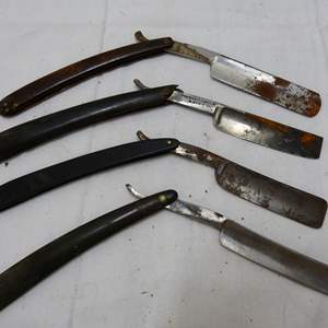 Lot # 128  Grouping straight razors in various conditions