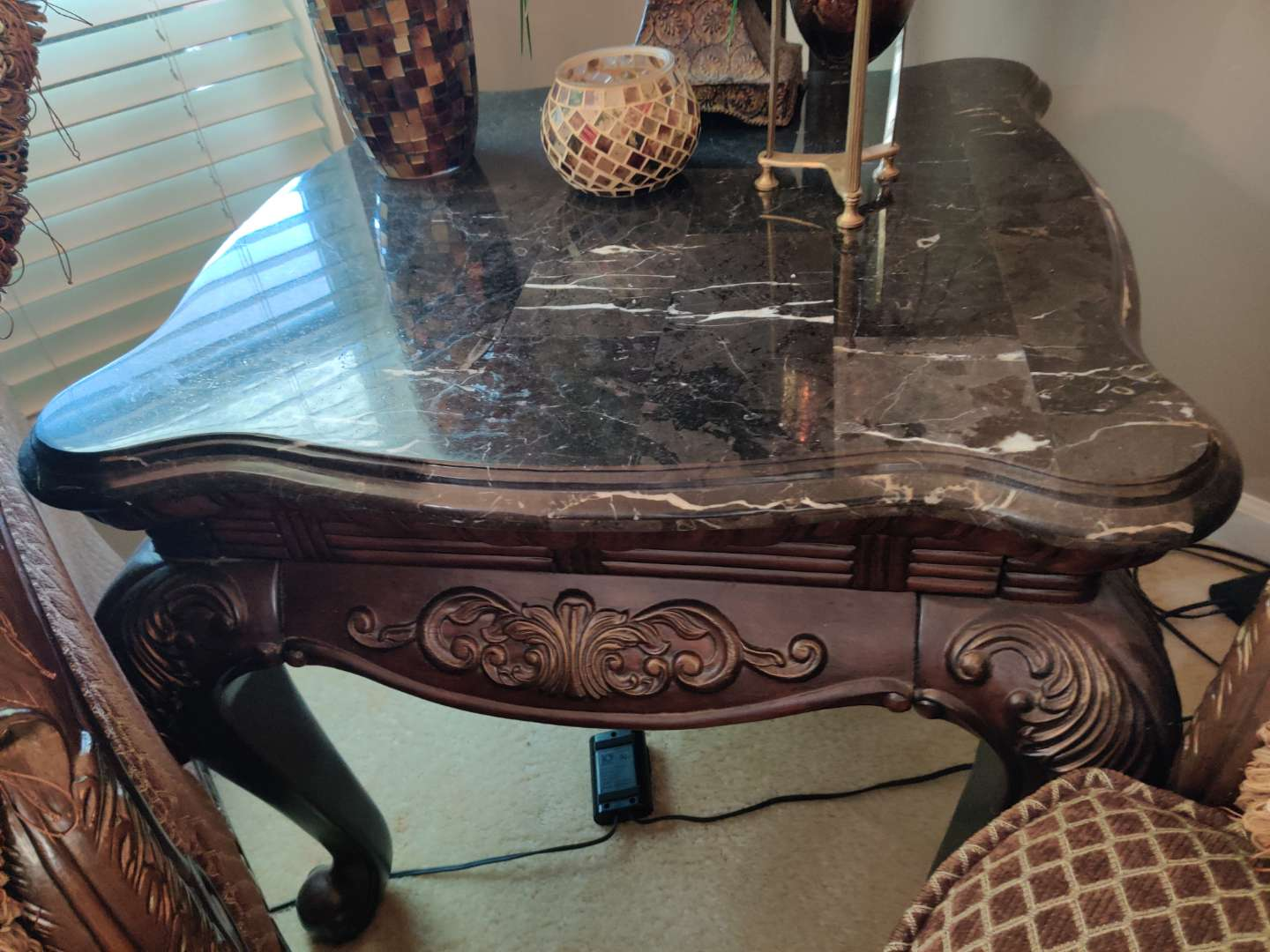 #6 carved marble top end table 29x29 great condition