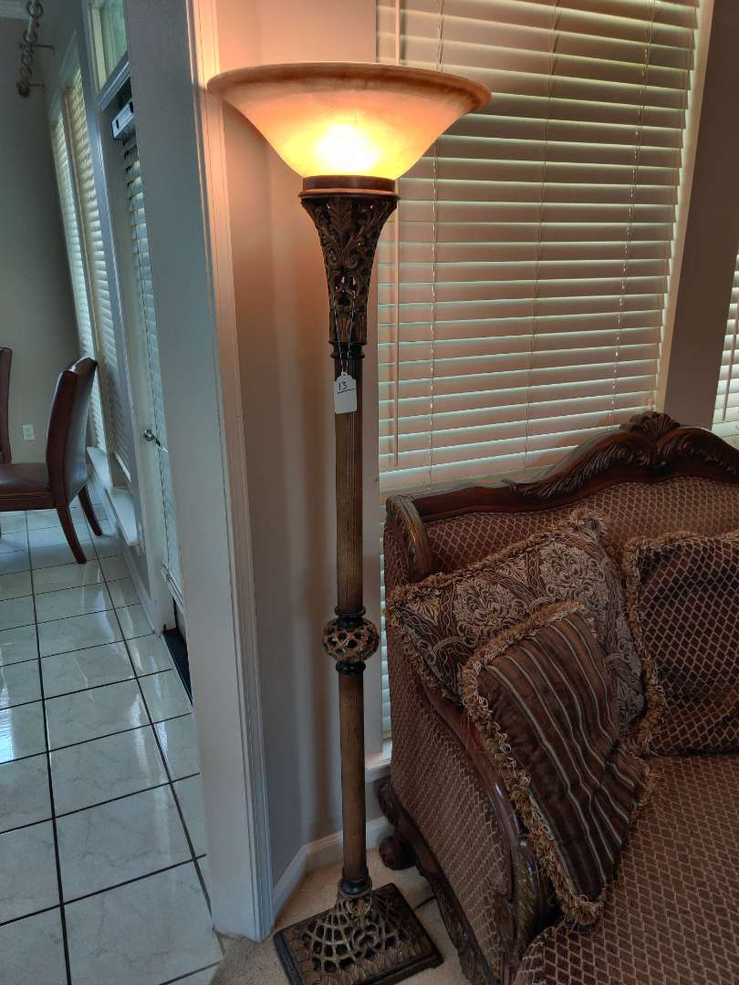 #13 very nice 71 inch tall floor lamp metal base glass shade great condition