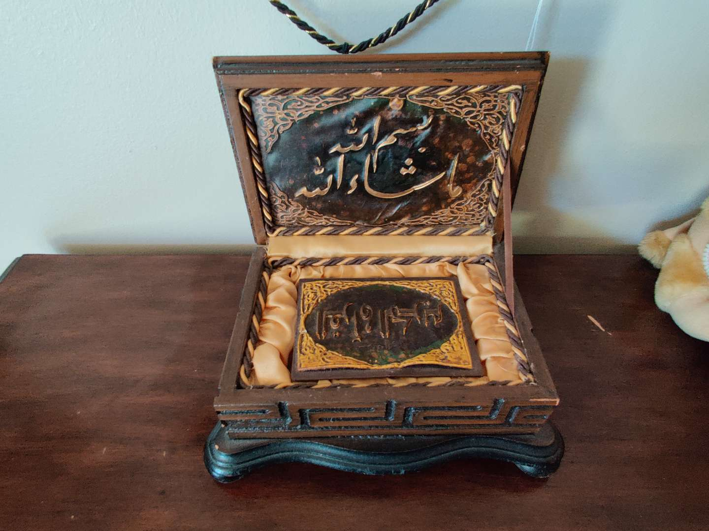 30 very nice copy of the Quran in a decorative wood box handmade