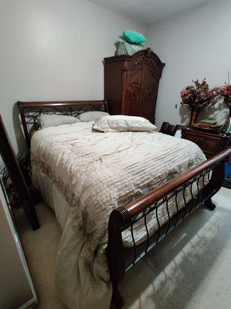 85 complete bed queen size with linens and mattress and box spring metal and wood mattress has some stains