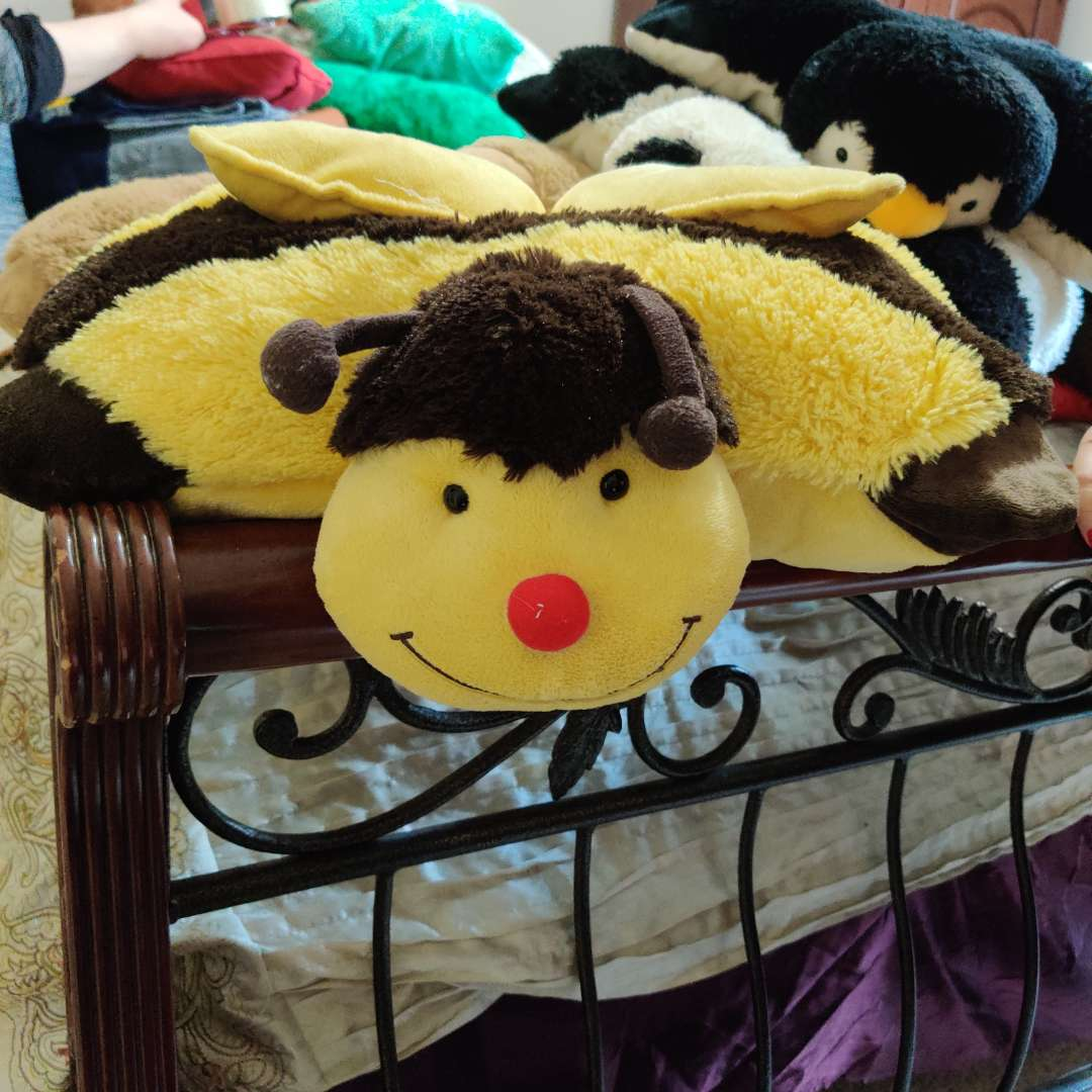 119 lot of six pillow pets bee ladybug panda two dogs and penguin