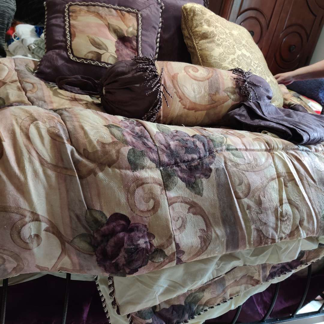 122 queen size comforter set purple with four pillows