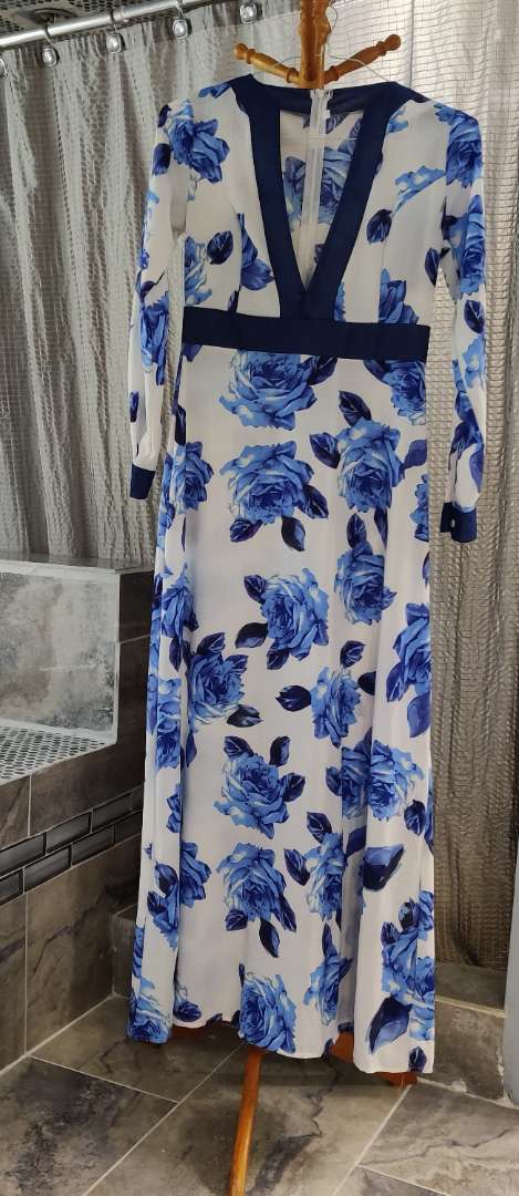 128 blue and white medium size dress maxi