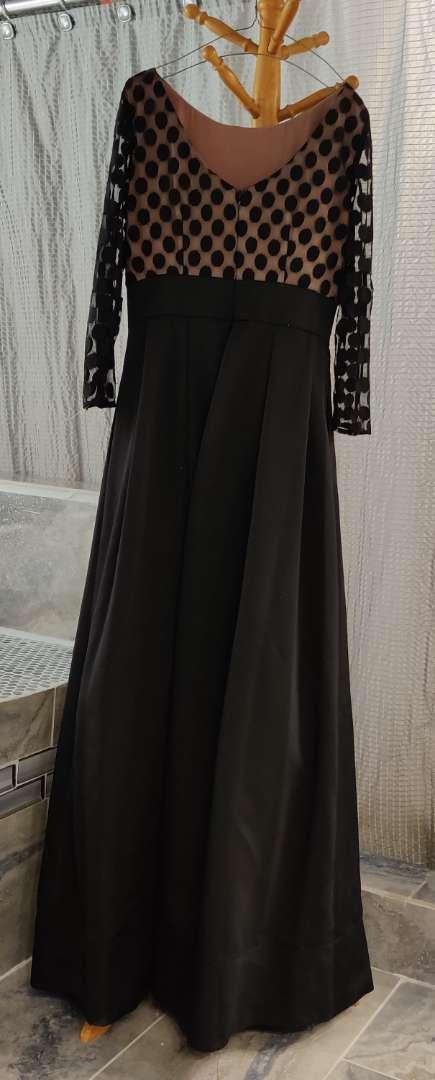 129 black size 6 dress