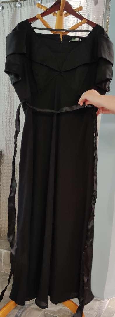145 cachet size 22 black dress