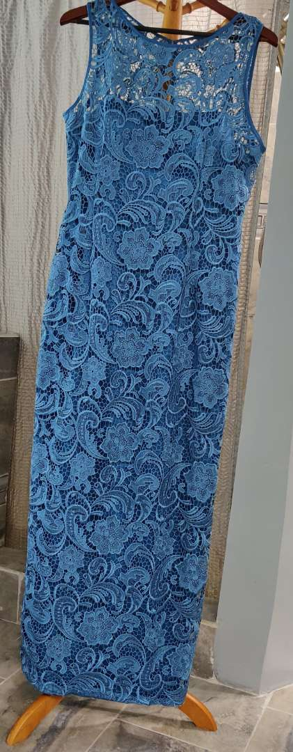 150 Adrianna papell blue lace and satin lining size 18 dress