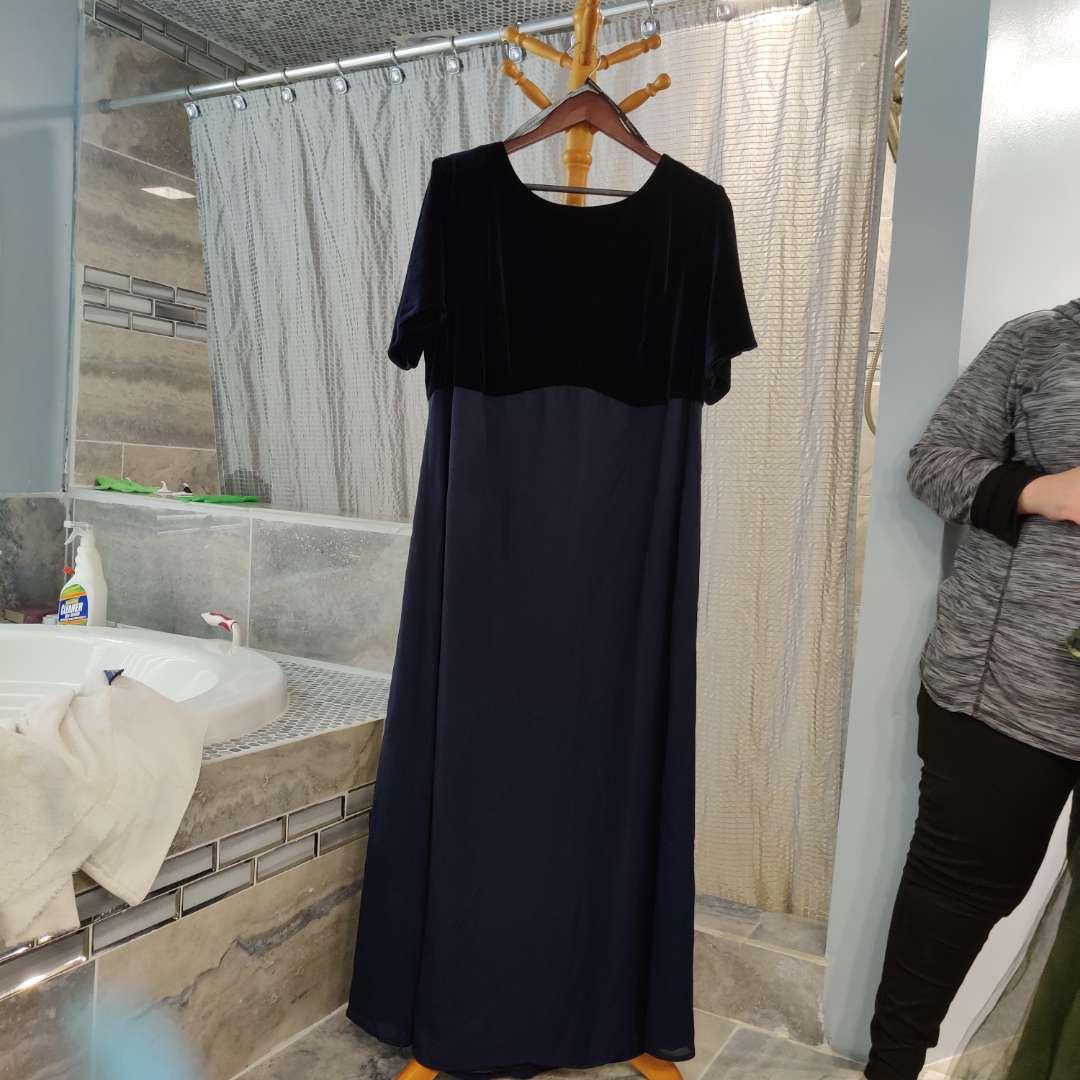 154 Rhapsody velvet size 22w Navy blue dress