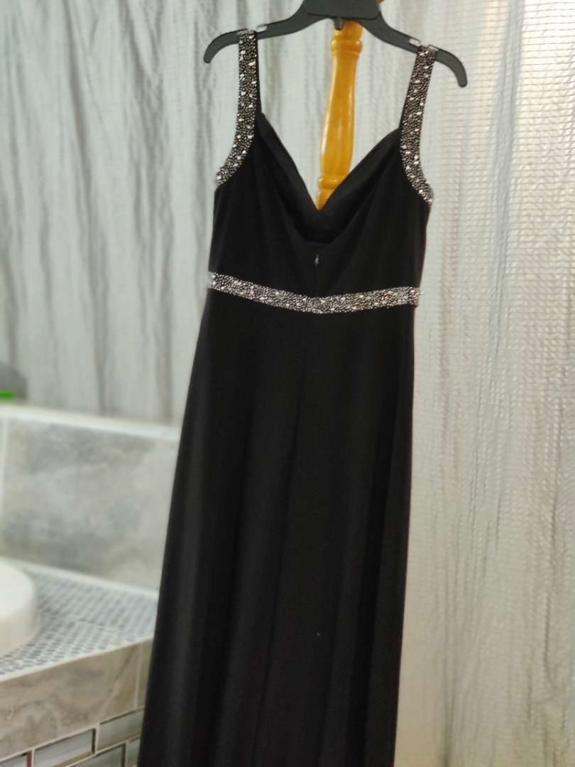 157 cachet size 6 black beaded and sequin gown dress