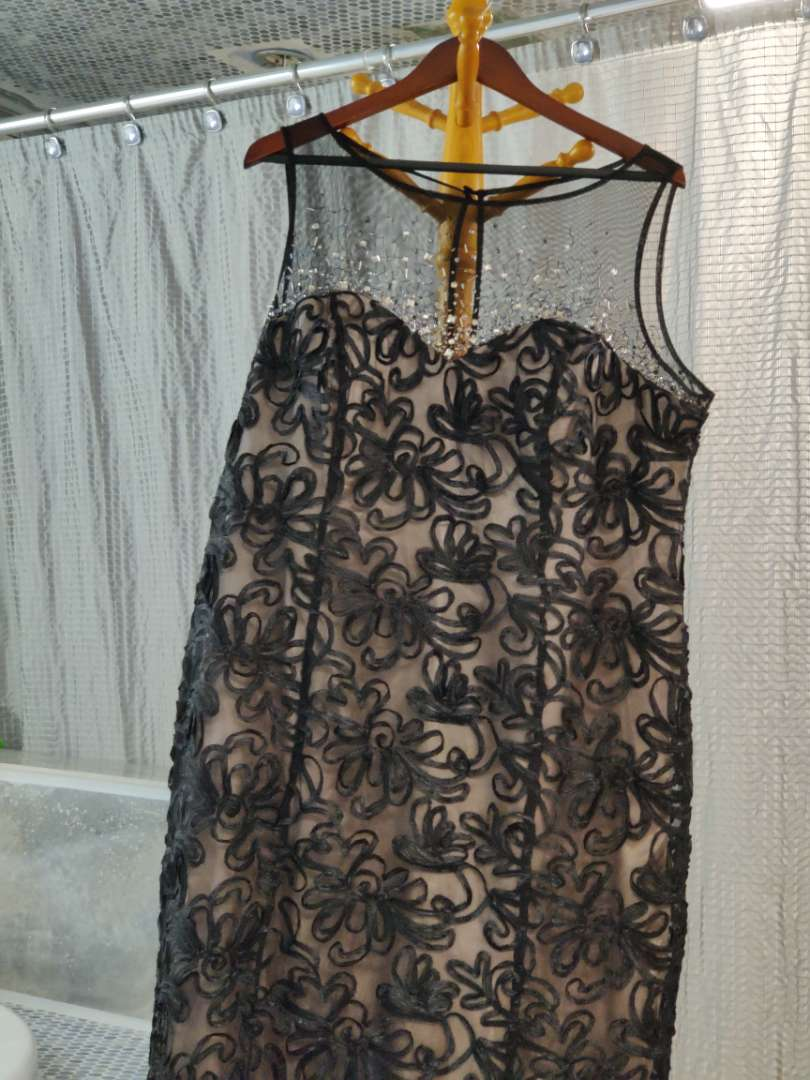 163 ignite evenings by Carolyn size 18 black lace over sequins and beads silver dress